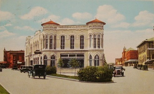 Historic postcard of Garrett Motor Company, downtown Palestine, Texas